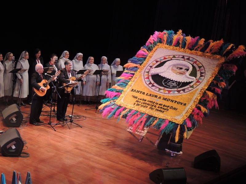 CD cantos Madre Laura