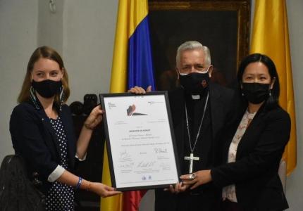 Reconocimiento al trabajo de DDHH a Monseñor Darío Monsalve
