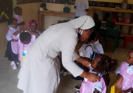 Con niños de jardín - Angola -África